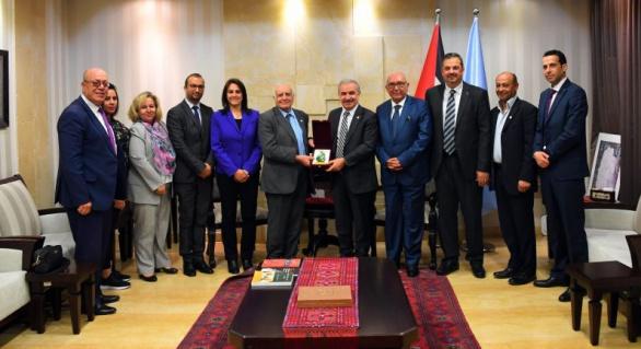 وفد من المجلس الأعلى للإبداع والتميز يزور رئيس الوزراء د. محمد اشتية