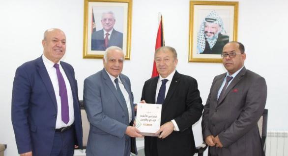 وفد من المجلس الأعلى للإبداع والتميز يزور وزير الاقتصاد الوطني